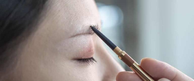 Cómo maquillar las cejas de forma correcta cejas delgadas